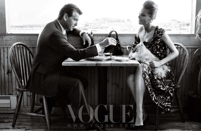 다리아의 프린트 실크 칵테일 드레스는 디올(Dior).
