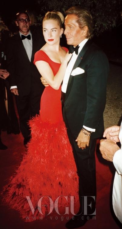 발렌티노 드레스를 입고 발렌티노와 함께.