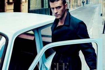 Driving Force 파리의 생 제르맹 데 프레에서 포즈를 취한 저스틴 팀버레이크. 그가 입은 코트는 지방시(Givenchy).
