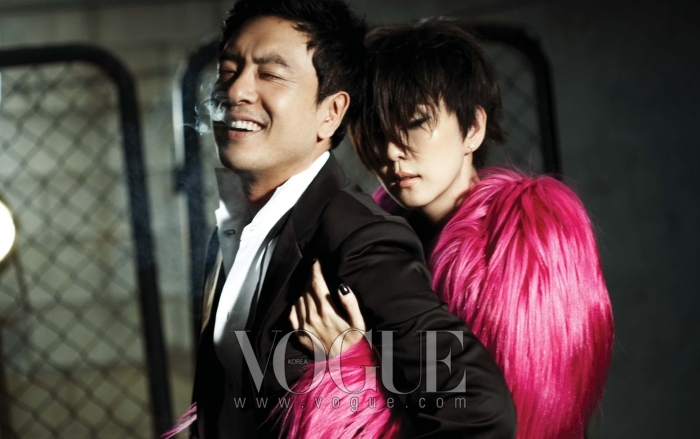 김승우가 입은 블랙 턱시도 재킷과 화이트 턱시도 셔츠는 모두 조르지오 아르마니(Giorgio Armani). 김남주가 입은 핑크 산양털 롱 코트는 돌체 앤 가바나(Dolce&Gabbana).