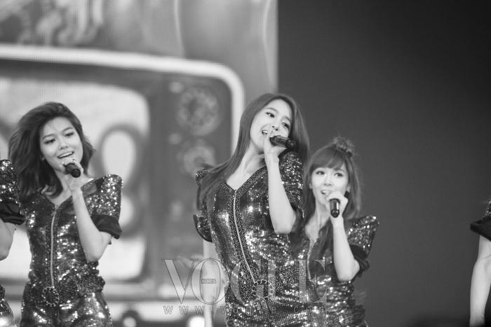 소녀시대가 공연한 노래 중 '훗'은 가장 화끈한 반응으로 관객들의 많은 박수를 받았다.