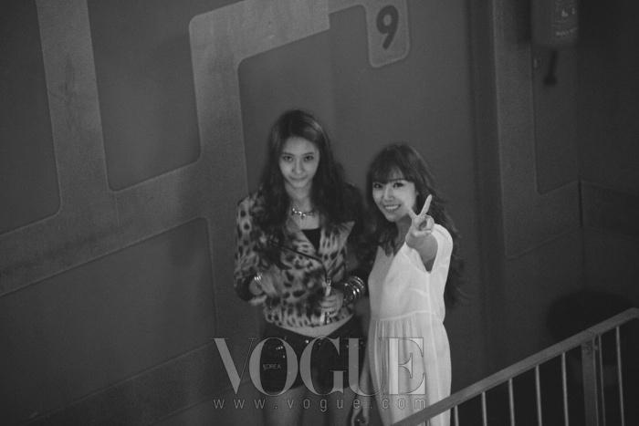 f(x)의 멤버 크리스탈과 소녀시대의 멤버 제시카는 친자매사이. 둘의 스페셜한 공연도 준비되어 유럽팬들의 찬사를 받았다.