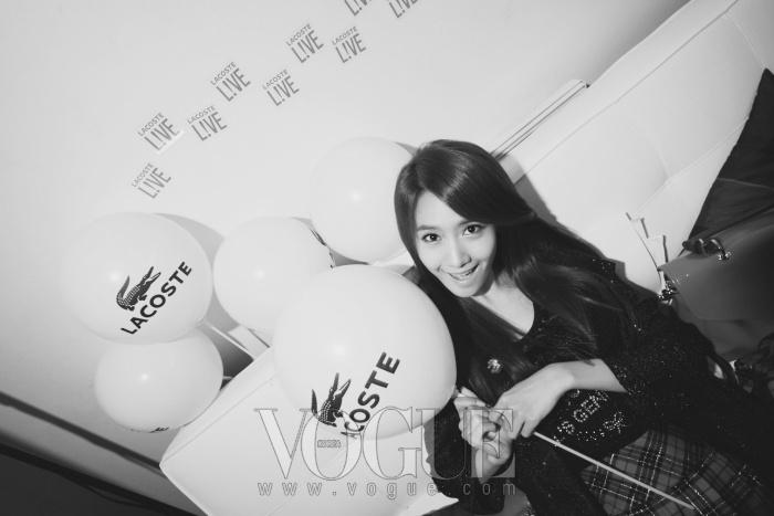 소녀시대 대기실에서 혼자 쉬고 있는 윤아.