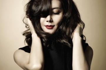 베스트와 블랙 팬츠는 문영희(Moon Young Hee)