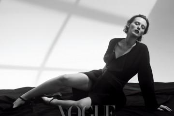 The Natural 심플한 코트 하나만 걸쳐도 충분히 멋스러운 그녀. 표정과 몸짓만으로 극과 극의 분위기를 연출해낸다.