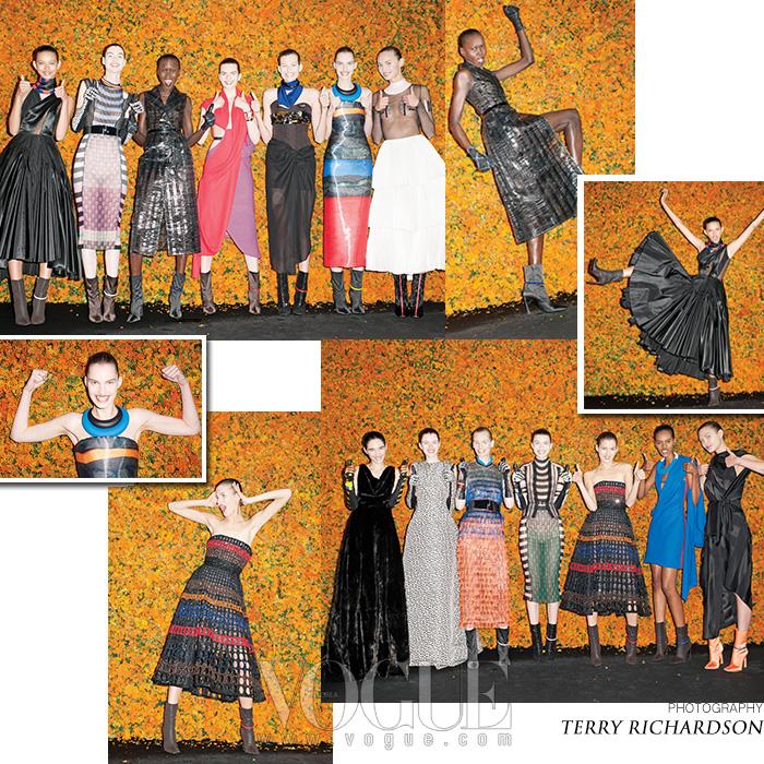 자유로움을 상징하는 아프리카는 마사이족의 문화에서 직접적인 영감을 얻었다. 이국적 패턴의 멀티컬러 니트 드레스, 커다란 초커, 보디라인을 드러내는 드레이핑 등등!