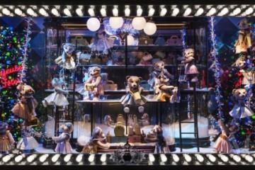 Printemps, Paris올겨울 프라다와 함께한 파리의 쁘렝땅 백화점. 알록달록하게 장식된 트리를 배경으로 프라다 가죽 제품을 갖고 노는 테디 베어들이란!