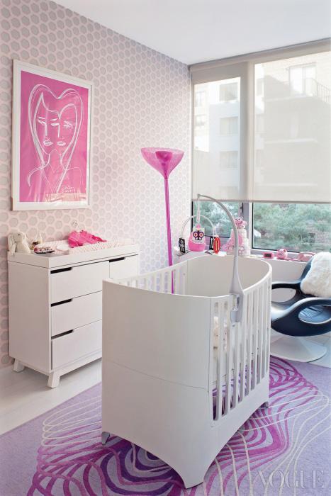 핑크 컬러가 인상적인 딸 키바의 방. 벽에 걸린 작품은 라시드가 딸을 위해 직접 그린 그림.