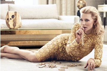 "BEYOND MEASURE""케이트는 위대한 여배우들 중 한 명입니다."" 의 감독 우디 앨런이 말한다.자수가 놓인 황금색 실크 드레스는 돌체앤가바나(Dolce&Gabbana), 귀고리는 베르두라(Verdura), 18K 반지, 팔찌와 다이아몬드 장식 시계는 모두 까르띠에(Cartier)."