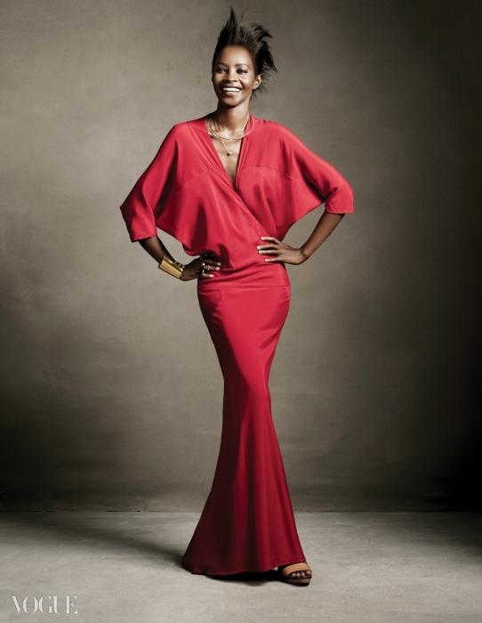 모델 키아라 카부쿠루(Kiara Kabukuru@IMG)가 입은 드레스는 틸다 스윈튼이 가장 좋아하는마리아 코르네호 드레스.