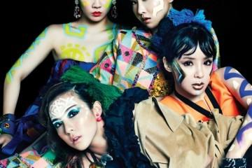 씨엘의 블루 튜브 원피스는 디올(Dior), 귀고리와 뱅글은 프라다(Prada). 박봄의 오렌지와 연보라 롱 드레스는 디올, 체인 서스펜더는 베르사체(Versace), 장갑은 샤넬(Chanel). 산다라의 러플 톱과 골드 목걸이는 보테가 베네타(Bottega Veneta), 스웨이드 재킷은 준야와타나베(Junya Watanabe), 우드 뱅글은 에스카다(Escada), 핑크 귀고리는 디올. 공민지의 주얼 장식 브라는 프라다, 네온 컬러 크롭트 톱은 쟈뎅 드 슈에뜨(Jardin de Chouette).