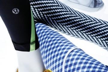 블랙 팬츠는 루루레몬. 노란색으로 포인트를 준 러닝화와 파란색 체크 패턴의 팬츠는 아디다스 by 스텔라 맥카트니. 지그재그 패턴의 팬츠와 실버 하이톱 운동화는 나이키.