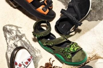 오렌지색 앵클 스트랩 샌들은 코오롱 스포츠(Kolon Sport), 검정 샌들은 마크 제이콥스(Marc Jacobs), 스와로브스키 크리스털 장식의 스웨이드 샌들은 프라다(Prada), 검정 고무솔 샌들은 테바(Teva at Shoemarker), 장미꽃 무늬 스트랩 샌들은 닥터 마틴(Dr.Martens).