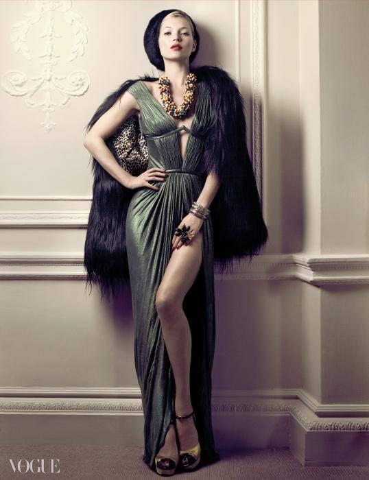 2007년 로베르토 카발리의 드레스를 입은 케이트 모스.