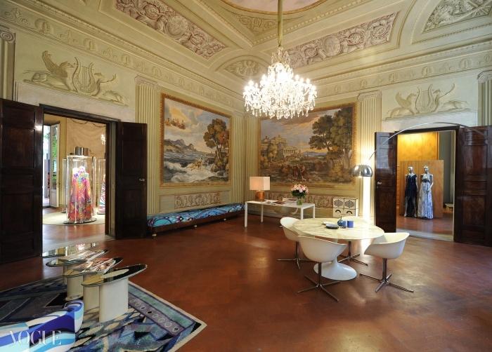 푸치 궁은 'Design the Dream'을 관람할 수 있도록 문을 개방했다.