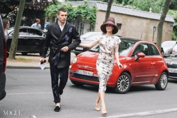 Twinkling Twin디자이너이자 러시아 패셔니스타로 유명한 율리아나 세르젠코와 그녀의 비즈니스 파트너 프롤 부림스키. 이 두 사람의 트윈 룩 키워드는? 화사한 꽃무늬!