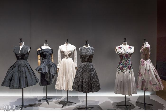 (왼쪽부터) 피에르 발멩 1951~1952, 장 데세 1955-58, 크리스찬 디올 1950~1951, 폴 도네이 1952~1957, 카르벵 1951 봄, 발맹 1954 봄 컬렉션. ⓒ Pierre Antoine