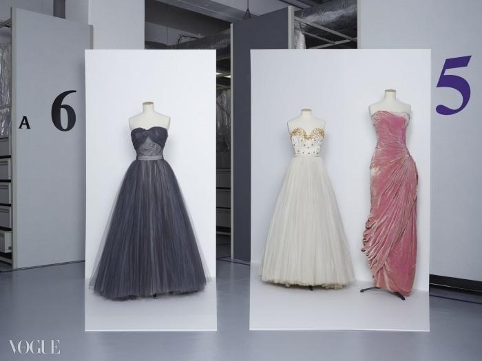(왼쪽부터)크리스찬 디올 1953~1954, 자크 파스의 1947년 자수 튈 가운, 마담 그레 1956년 봄 컬렉션의 벨벳 이브닝 가운. ⓒ Gregoire Alexandre
