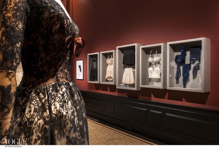 1955년경 지방시, 발렌시아가, 그리고 디올의 스타킹들과 속옷들. ⓒ Pierre Antoine