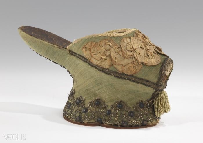 실크와 메탈로 만든 '초핀' 슬리퍼, 1550~1650년. ⓒ Brooklyn Museum, Mellon Costume Documentation Project, Lea Ingold and Lolly Koon