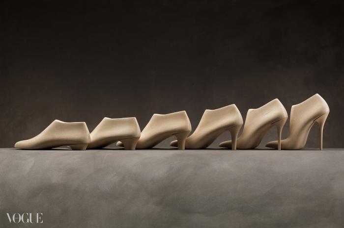 11가지 힐 높이로 제작된 구두 골, 2014. © Arrigo Coppitz