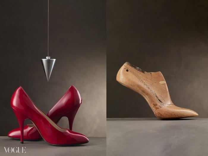 왼쪽은 50년대에 살바토레 페라가모가 마릴린 먼로를 위해 디자인한 슈즈를 바탕으로 한 빨간 페이턴트 펌프스. 오른쪽은 살바토레가 마릴린 먼로의 발을 바탕으로 만든 구두 골. 여러 흔적들은 할리우드 스타를 위해 수많은 슈즈를 디자인했다는 증거다. © Arrigo Coppitz