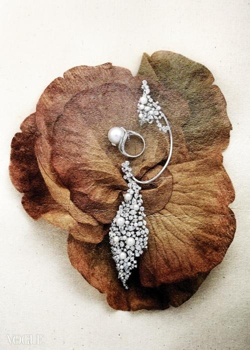 Bygami2005년 김가민이 론칭한 바이가미는 주얼리 제품마다 디자인 특허를 가지고 있다. 자체 공방과 디자인 연구소를 통해 최고의 퀄리티를 보장받을 수 있고, 매장에 들어서면 다이아몬드와 진주가 화려하게 세팅된 아트 피스부터 감상할 수 있다.