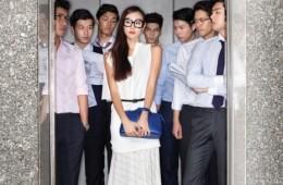 여자 모델의 안경은 엘리자베스앤제임스(at BCD 코리아), 흰색 비대칭 톱은 문영희, 플리츠 스커트는 셀린, 슈즈는 띠어리, 가방은 펜디, 벨트는 생로랑. 남자 모델들은 왼쪽부터 셔츠와 팬츠는 던힐, 신발은 자라, 안경은 BCD. 셔츠와 베스트, 팬츠 모두 보기 밀라노, 신발은 김서룡 옴므. 셔츠와 타이는 보기 밀라노, 팬츠는 휴고보스. 셔츠는 보기 밀라노, 안경은 크리스찬 로스(at BCD 코리아). 셔츠는 던힐, 팬츠는 보기 밀라노, 신발은 로크. 셔츠는 휴고보스, 팬츠는 보기 밀라노, 신발은 김서룡 옴므, 안경은 BCD. 셔츠와 팬츠는 바톤 권오수 클래식, 타이는 던힐, 신발은 로크.