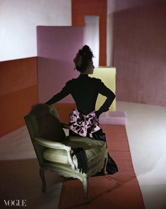 1947년 스키아파렐리의 디너 수트와 헤드드레스. ⓒ Condé Nast Horst Estate