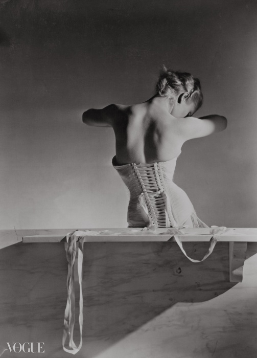 멩보쉐를 위해 드톨레(Detolle)가 디자인한 코르셋Corset by Detolle for Mainbocher, 1939 ⓒ Condé Nast Horst Estate