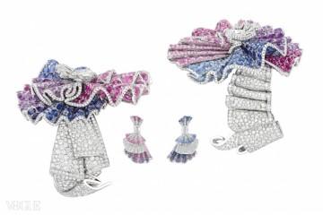 분홍색과 보라색 사파이어가 박힌 화이트 골드&다이아몬드 뱅글과 귀고리. ⓒ Christian Dior Couture