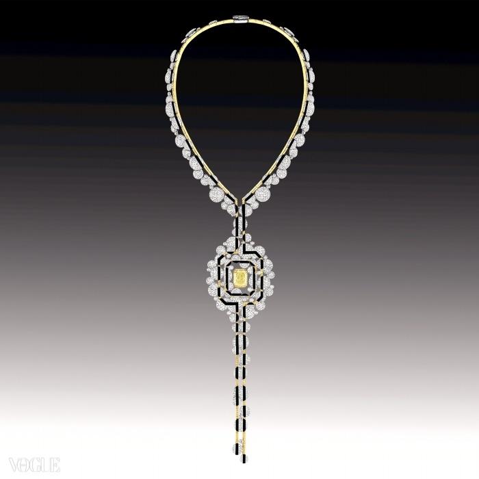 에메랄드 컷 12캐럿 옐로 다이아몬드, 조각된 오닉스, 그리고 2,160개의 브릴리언트 컷 다이아몬드가 장식된 18K 화이트 골드와 옐로 골드 소재의 '모닝 인 방돔' 목걸이. ⓒ Chanel Fine Jewellery