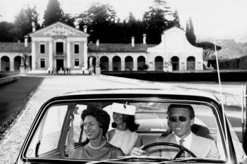 아내 마가렛 공주와 차를 운전 중인 스노우든. ⓒ Marina Cicogna