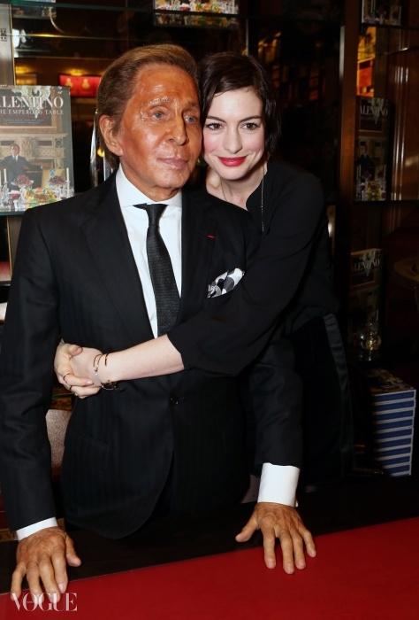 발렌티노와 앤 해서웨이. © Getty