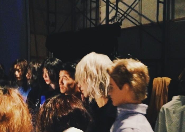 GROUNDWAVE그라운드웨이브 백스테이지에서 뜻밖의 여자 모델들을 만나 신난 <보그>의 게스트 에디터 탐!