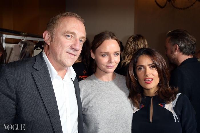 프랑수아 앙리 피노와 그의 아내 셀마 헤이엑, 그리고 스텔라 맥카트니. ⓒ Getty