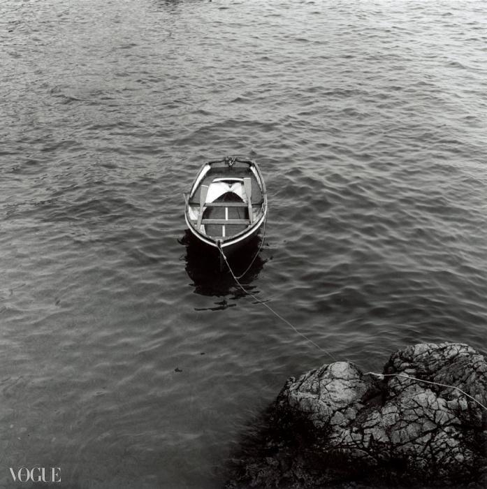 노젓는 배(Rowboat), 1983. 로버트 메이플소프. 은 젤라틴 사진. 40.6 x 50.8 cm (16 x 20 in). RMP 1324© 로버트 메이플소프 재단. 코더시 갤러리 타데우스로팍 파리/잘츠부르크