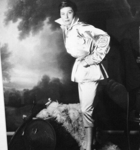 자끄 파뜨 옷을 입고 있는 베티나, 파리. Album de la Mode du Figaro ©헨리 클라크(Henry Clarke) 갈리에라 라저 바이올렛(Galliera Roger Viollet)
