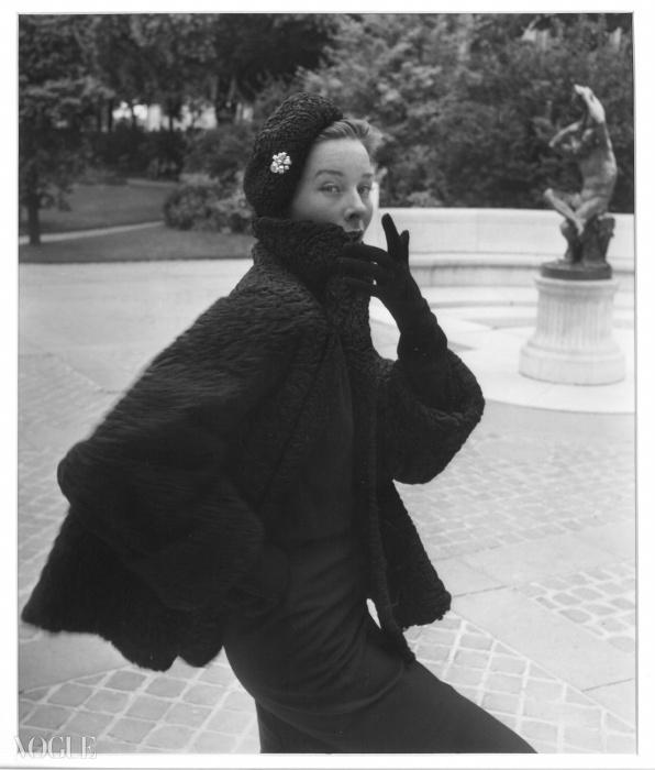 파리 Revillon에 있는 베티나, 라이프(Life) 잡지에 출판, 1952© 에밀 사비트리(Emile Savitry)