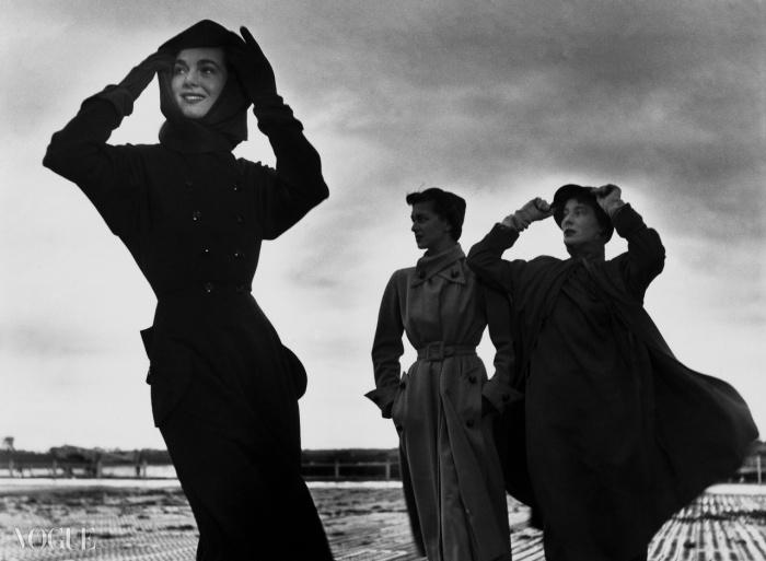 베티나와 두 모델, 프랑스 <보그> 9월, 1949© 로베르 두아노(Robert Doisneau) /Gamma Rapho.