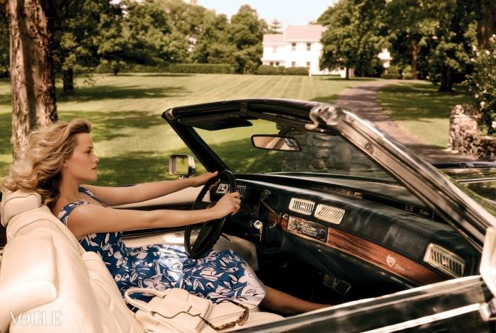 INNER DRIVE위더스푼은 열네 살 때부터 배우의 삶을 살고있다. 프린트 코튼 드레스는 오스카 드 라 렌타,핸드백은 토즈, 선글라스는 버버리.