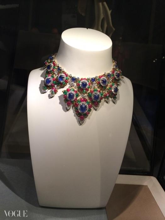 60년대의 루비, 사파이어, 에메랄드, 다이아몬드로 만들어진 불가리 목걸이