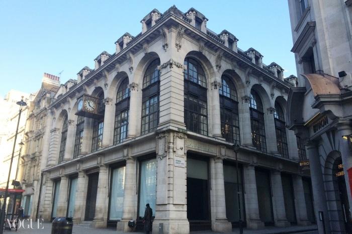 헤이마켓에 있던 과거 버버리 본사는 도버 스트리트 마켓을 위한 새로운 런던 부지가 될 예정이다.