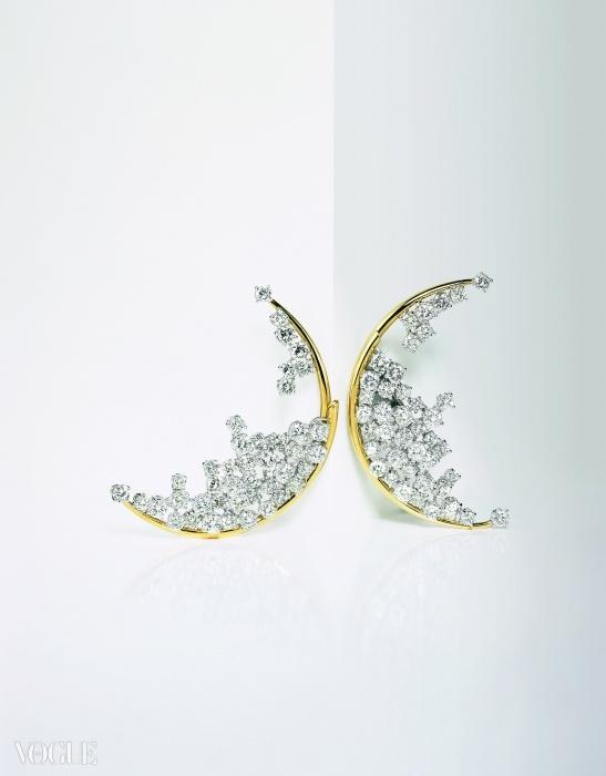 블루 문(Blue Moon) 귀고리. 다이아몬드와 옐로 그리고 화이트 골드로 만들어졌다. ⓒ 다미아니