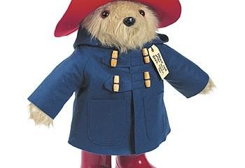 패딩턴 베어(Paddington Bear)와 그의 유명한 웰링턴 부츠 ⓒ thedrum.com