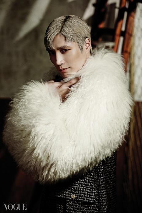 김다현의 복슬복슬한몽골리안 양털 코트는 샤넬(Chanel).