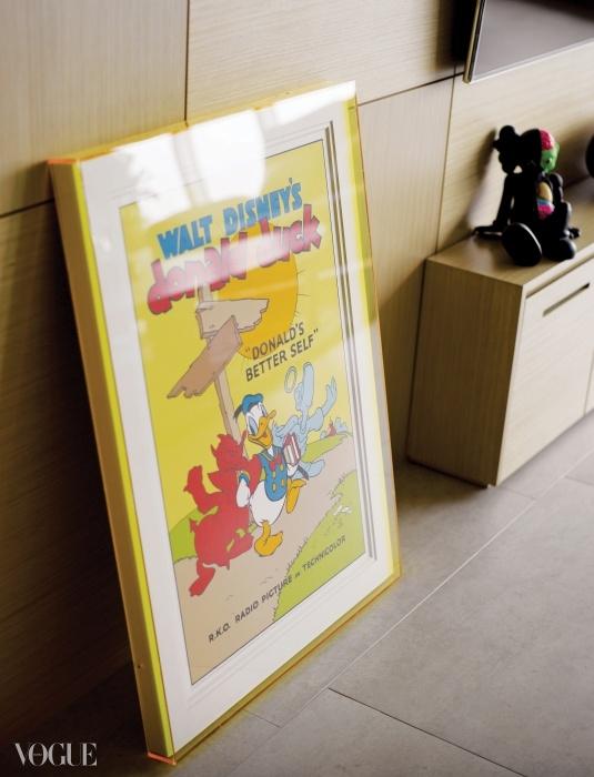 아래 사진은 그가 제작한 액자에 담긴 월트디즈니 오리지널 포스터.