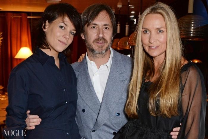 (왼쪽부터) 샬롯 스톡데일, 마크 뉴슨과 콜레트 디니건은 유명 런던 레스토랑인 미스터 차우에서 <Obsessive Creative> 출판기념식사에 참석했다.