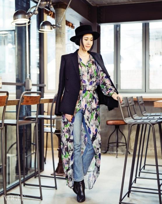 시폰 드레스는 럭키슈에뜨(Lucky Chouette),펠트 모자, 재킷, 데님 팬츠,부츠는 모두 본인 소장품,장소는 비슬로우 가로수길.