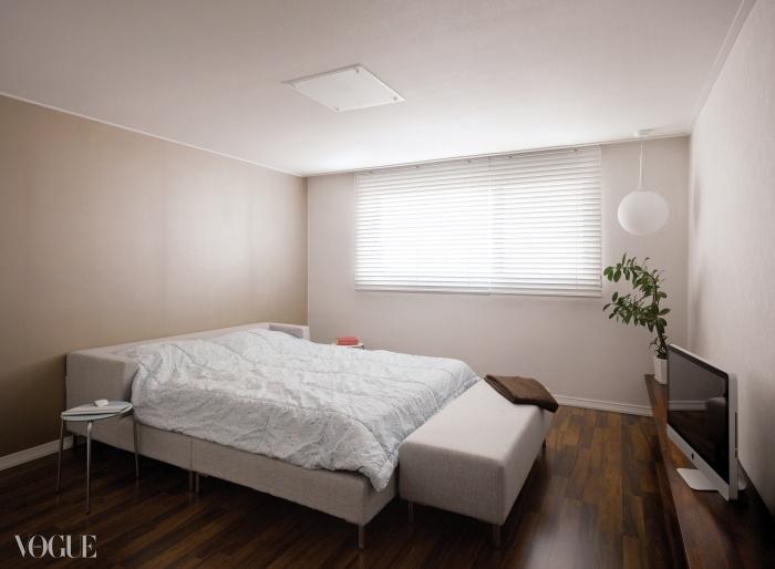 부부 침실의 침대는 주문 제작했다.